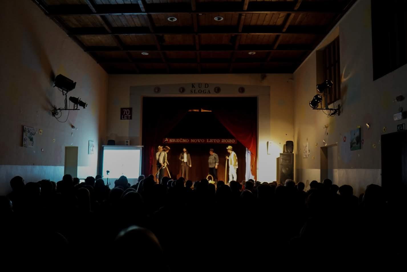 Ponovno združeni igralci PEF Teatra in KUD Sloge.